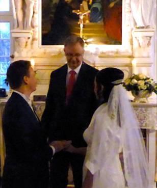 Eine freie Hochzeitszeremonie in der Schlosskapelle auf Schloss Wocklum in Balve