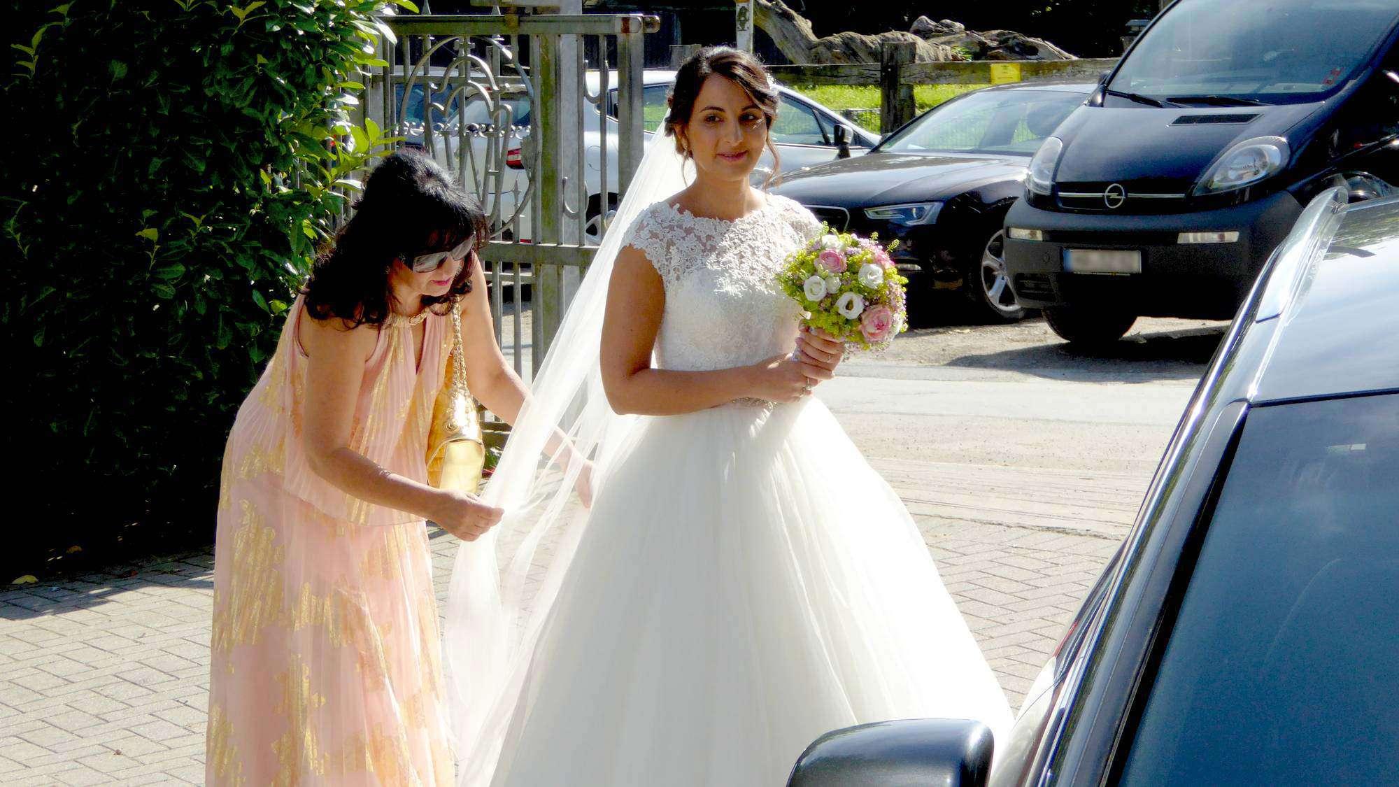 Braut vor der freien Trauzeremonie
