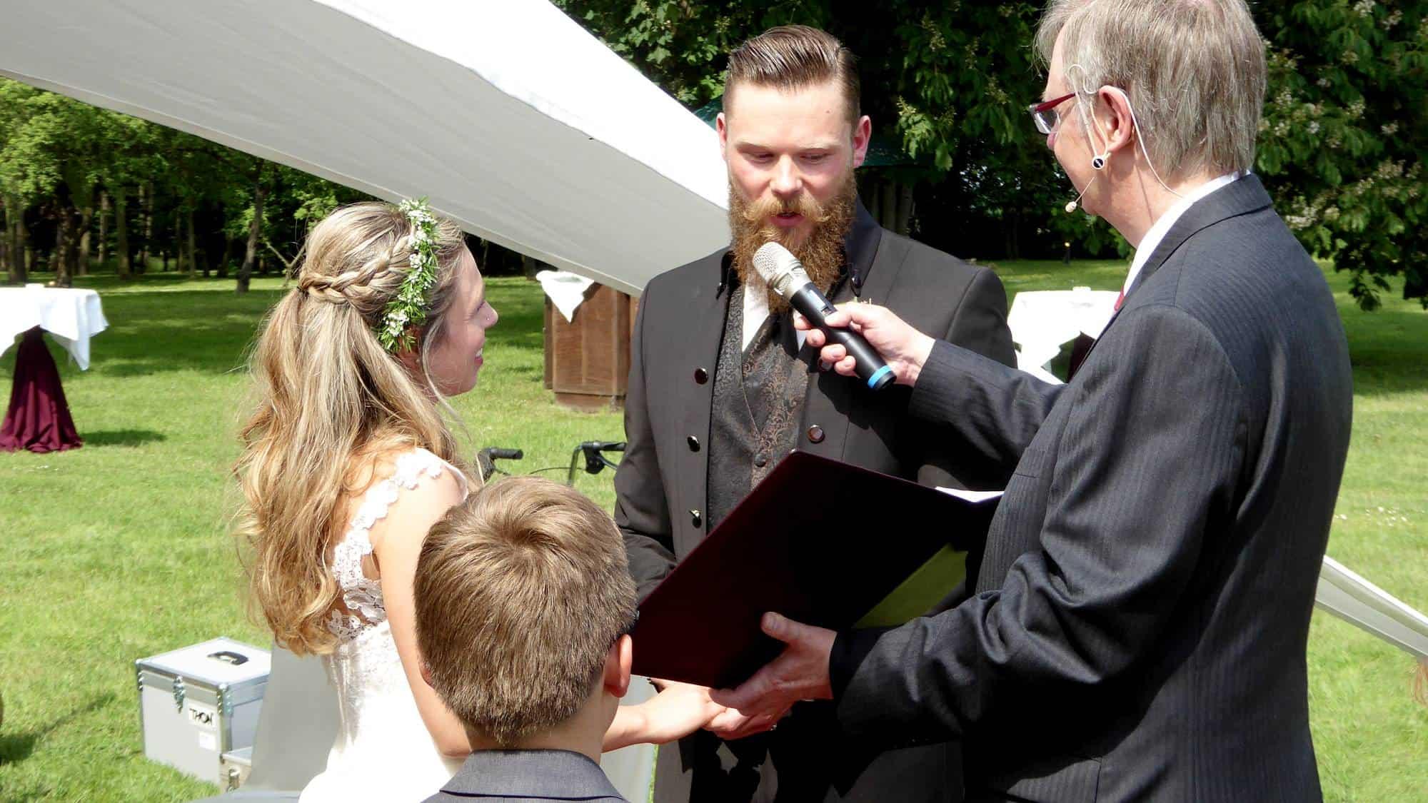 Ehegeloebnis bei der freien Trauung in Schwerte