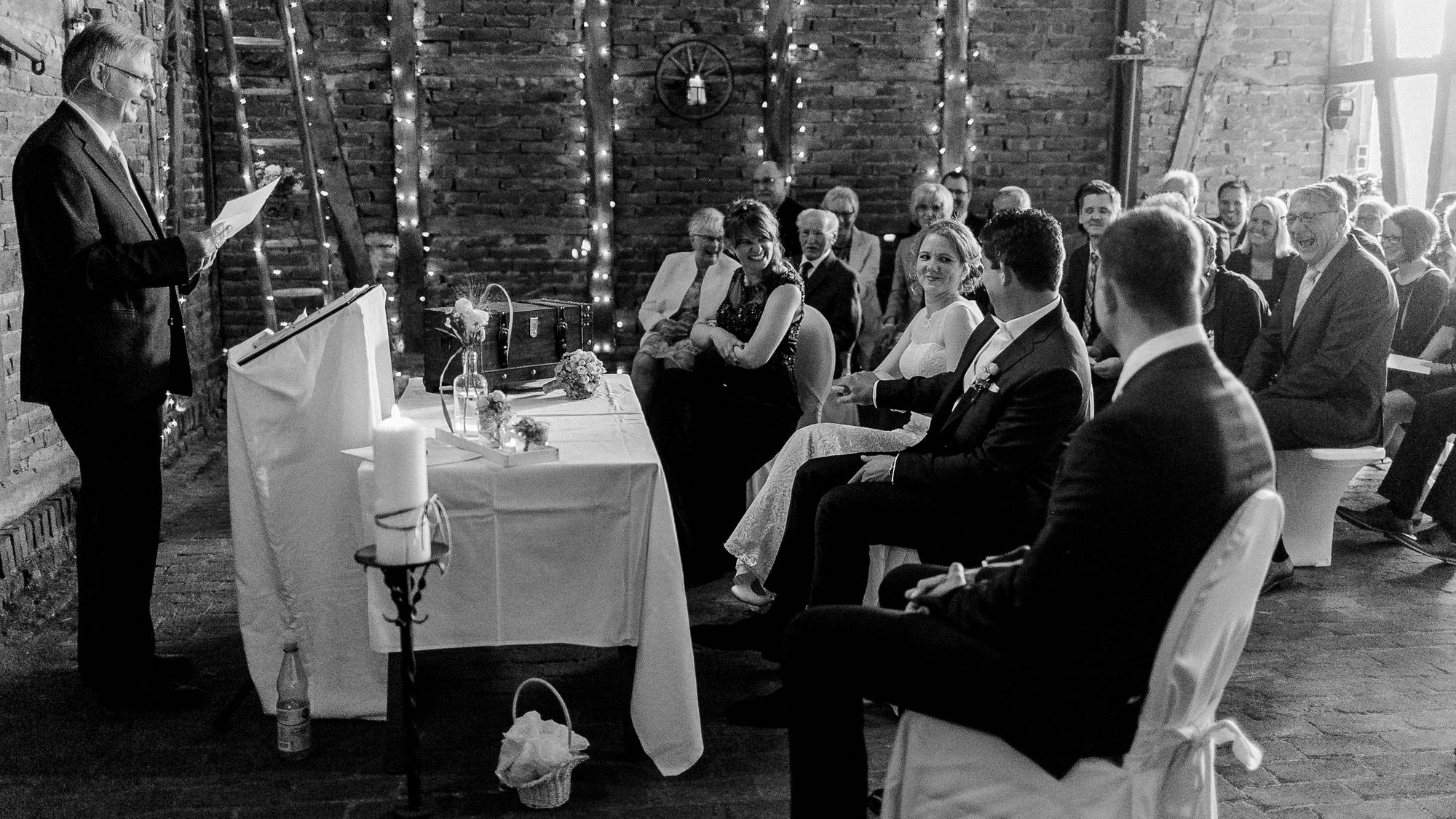 Hochzeitszeremonie in einer Scheune in Menden