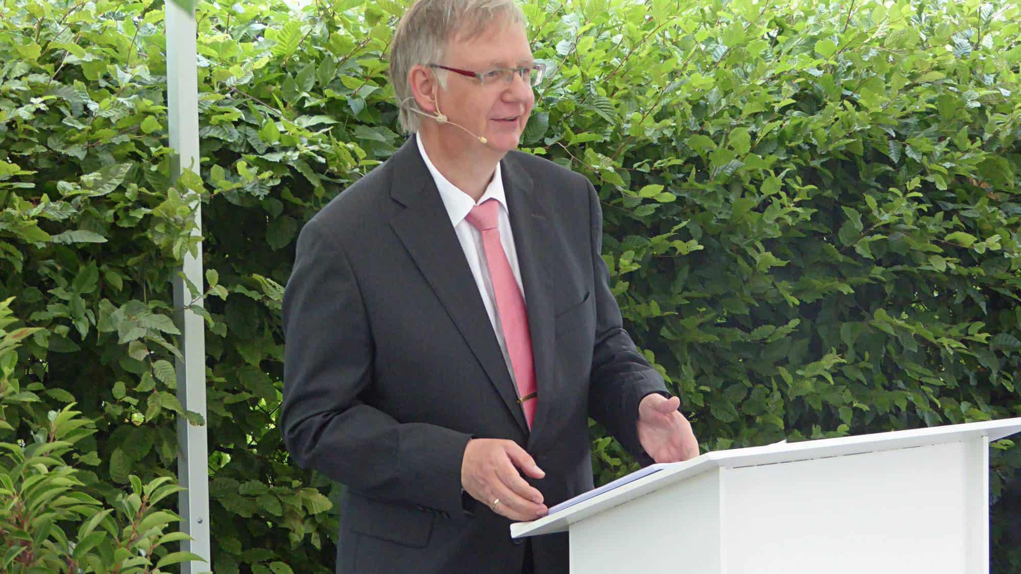 Freier Theologe bei der Hochzeitsrede aus Schloss Hohenlimburg