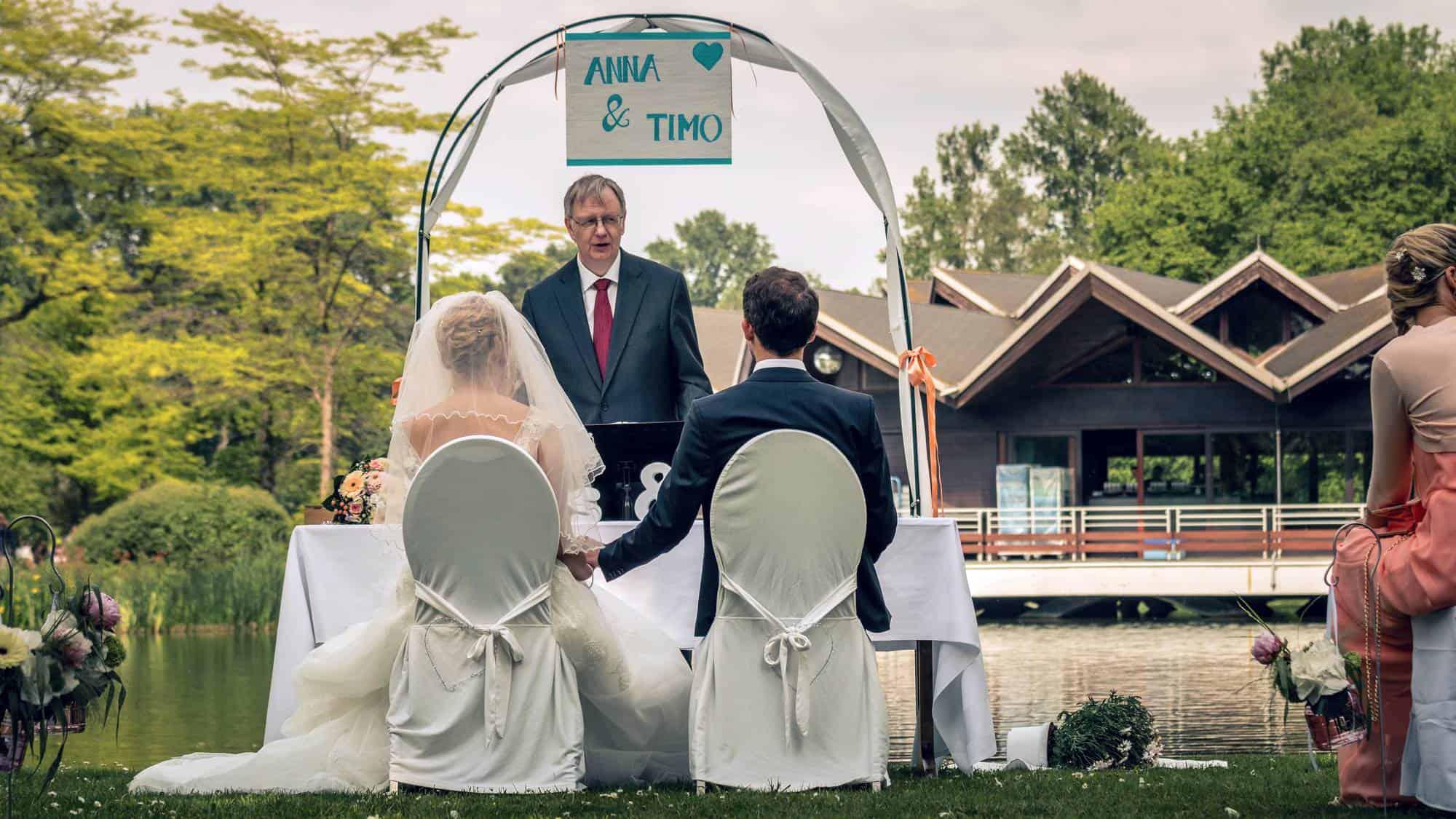 Freie Trauung mit Redner am See im Westfalenpark Dortmund