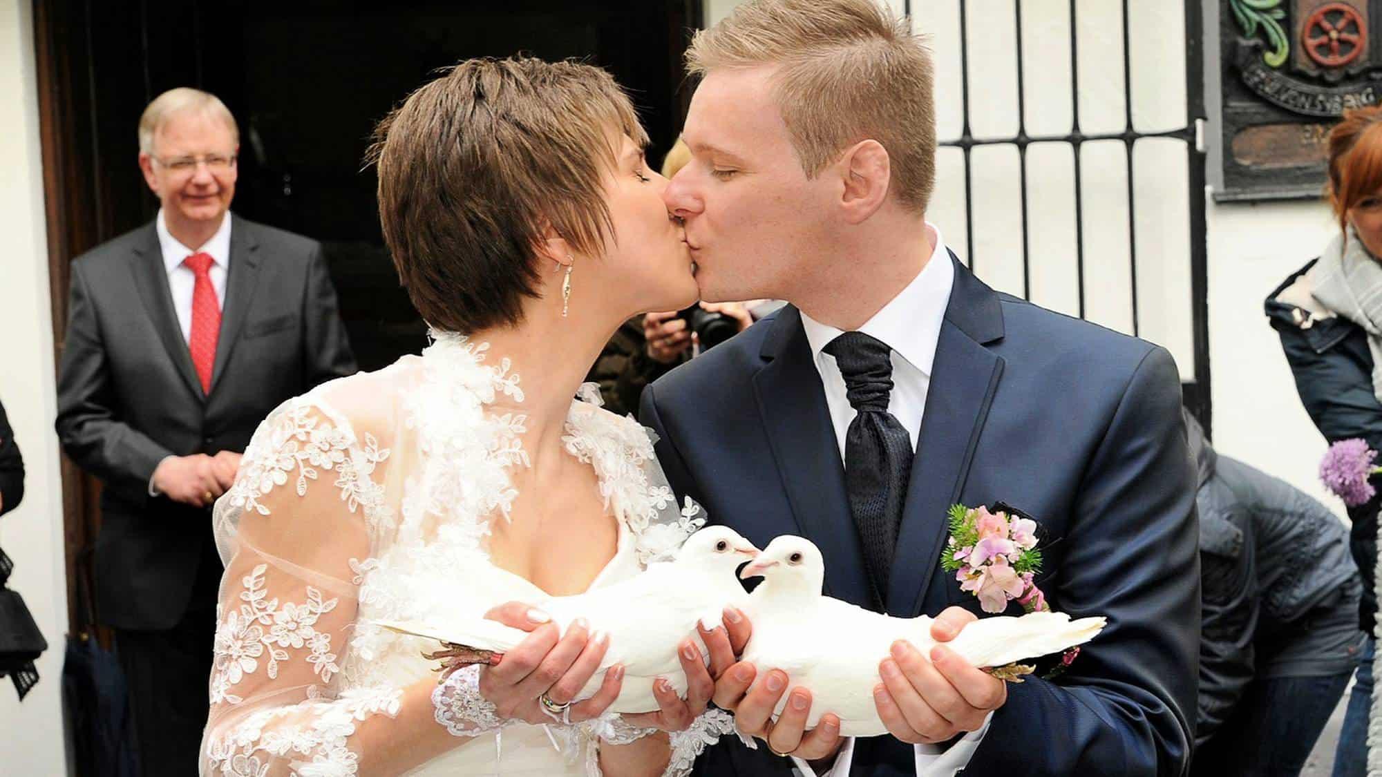 Termin für Hochzeitsredner frühzeitig planen damit die Tauben in Dortmund fliegen koennen, NRW