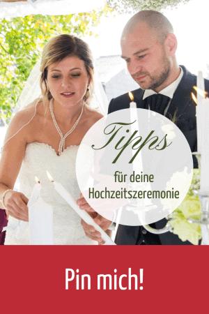Brautpaar entzuendet Hochzeitskerze