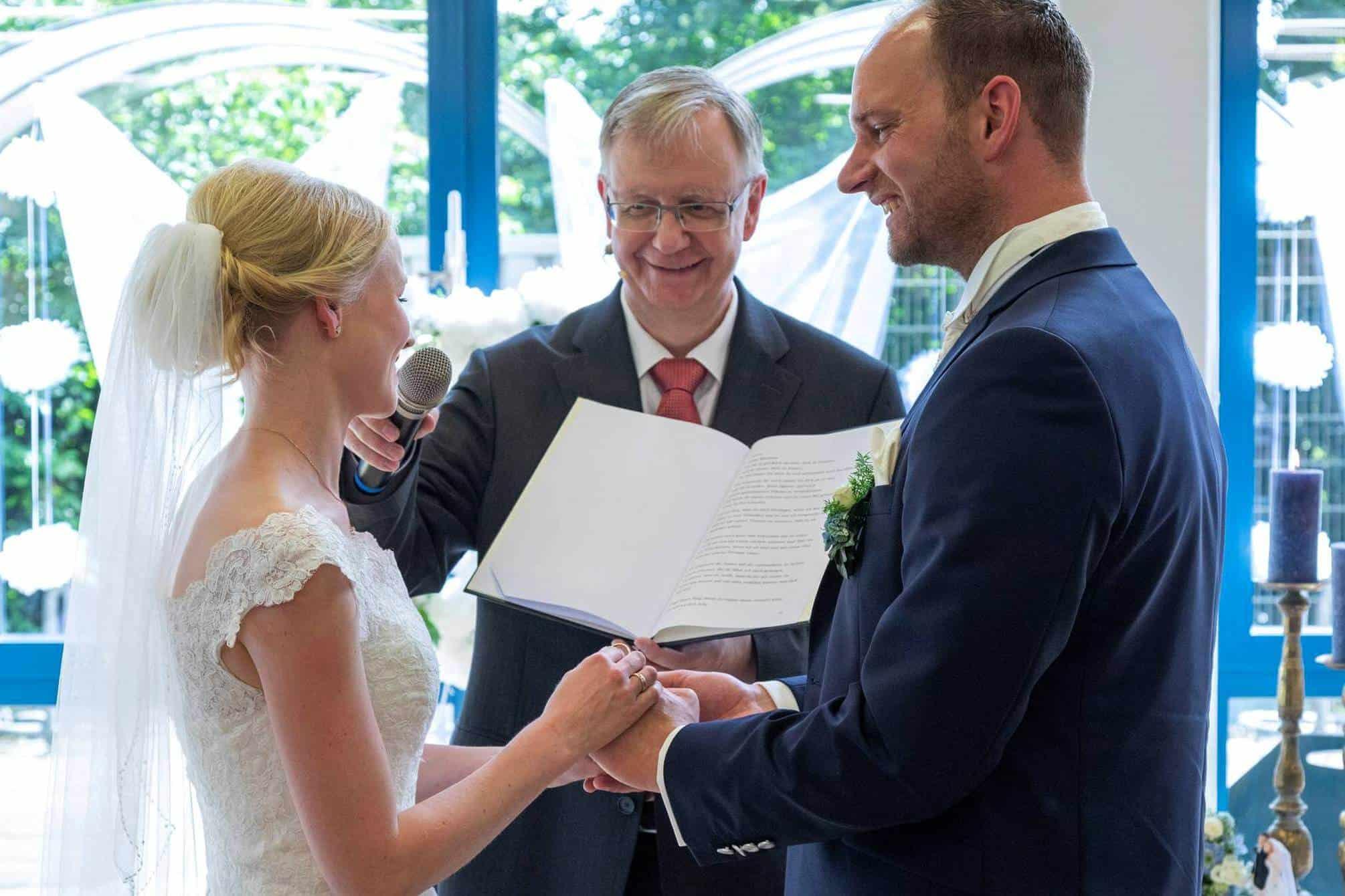 Braut spricht das Eheversprechen