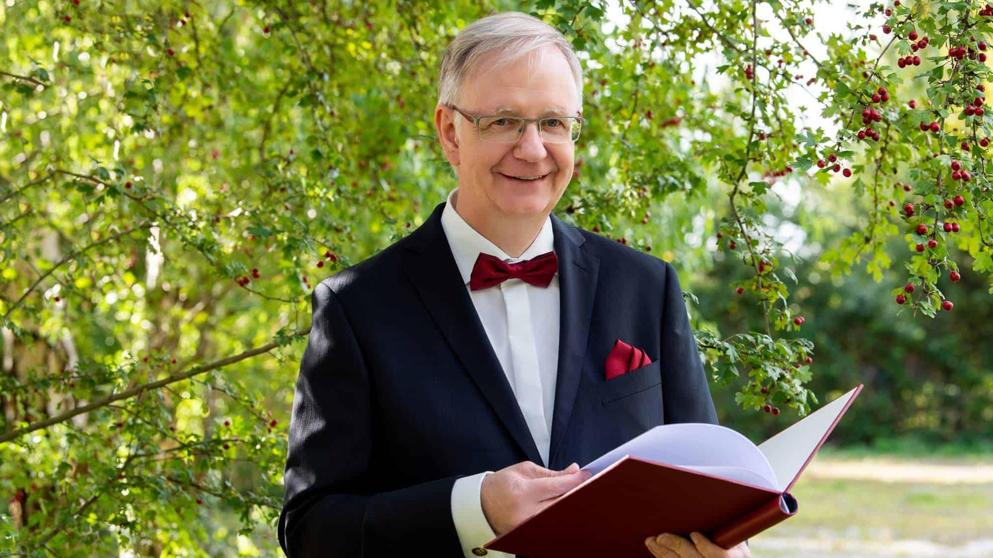 Trauredner und freier Theologe